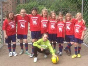 Die Mädchenfussballmannschaft der Grundschule Jesteburg freut sich über neue Trikots - wir wünschen Euch viel Spaß und Erfolg bei allen Turnieren!